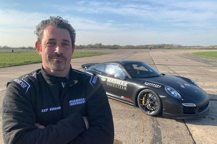 Eisenberg bij zijn Porsche.