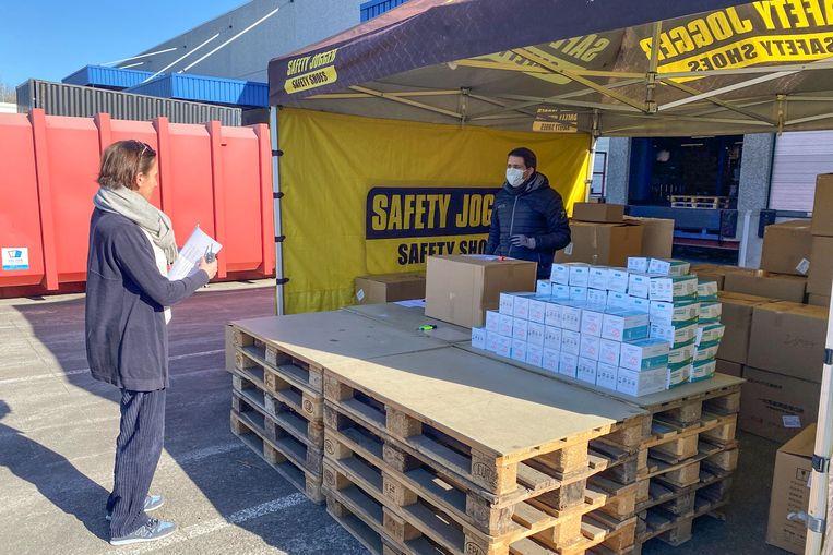 Safety Jogger is dinsdagvoormiddag op de parking van het bedrijf begonnen met de verdeling.