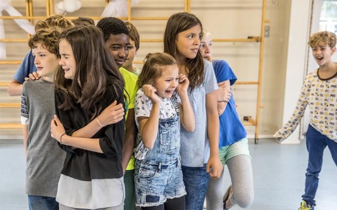 De leerlingen van Het Atelier bij de laatste repetities voor hun eigen musical. Foto: Frans Paalman