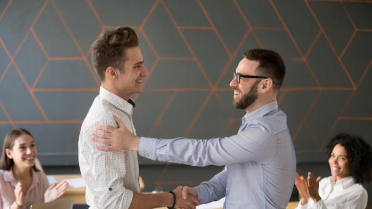 Dit is waarom jouw collega's vaker een compliment verdienen
