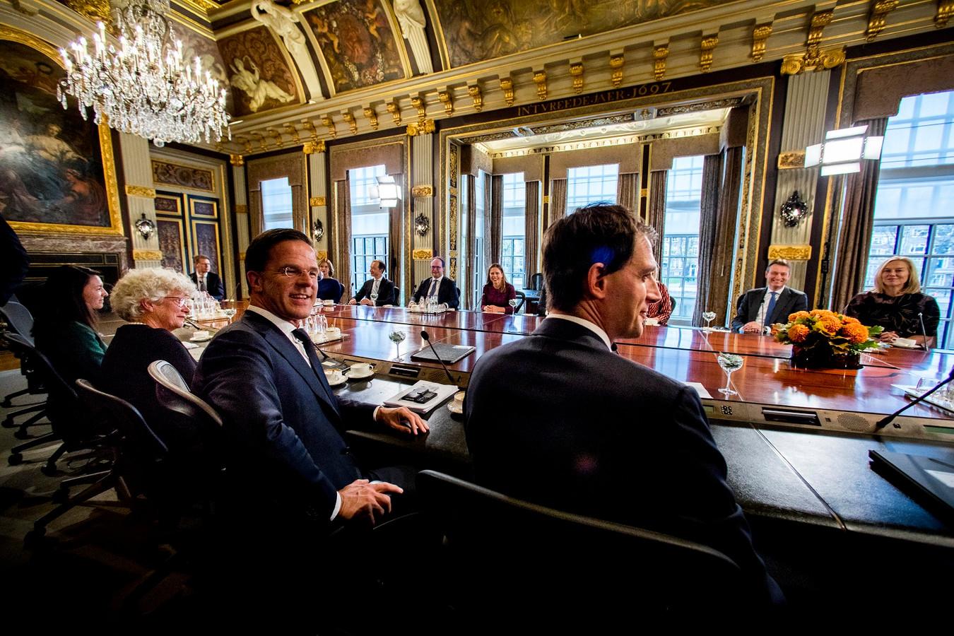 De ministerraad van het kabinet Rutte-III in de Trêveszaal op het Binnenhof