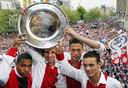 Met Nigel de Jong, Rafael van der Vaart en John Heitinga na het kampioenschap met Ajax in 2004.