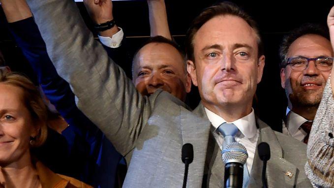 De Wever verplettert uitdagers