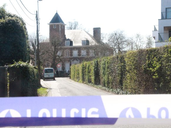 De arts werd dood aangetroffen in zijn woning, een kasteeltje in Hoog Mosscher in Kortrijk.