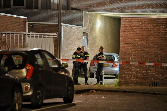 De auto is na een zoekactie van de politie in de buurt aangetroffen