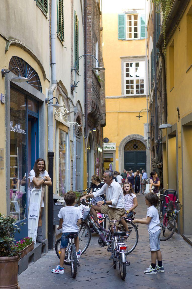 Stad: Lucca, Toscane. 'Het is een stadje met karakter. Een fort, met een muur van 5 kilometer eromheen. Kijk vooral ook buiten de muur.' Beeld Getty Images