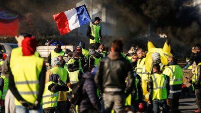 Franse politie bereidt zich gespannen voor op eerste verjaardag van de 'gele hesjes' en verbant hen van Champs-Elysées
