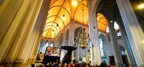 Halina, Sinterklaas en kindeke Jezus in St. Stevenskerk