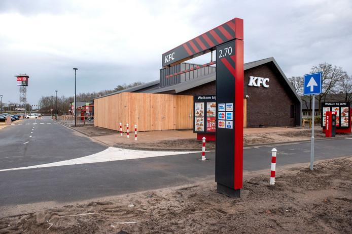 De KFC in Harderwijk lijkt klaar voor gebruik, maar is nog altijd gesloten.