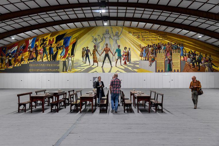 Het schilderwerk van de fresco in de Oktoberhallen werd volledig opgefrist.