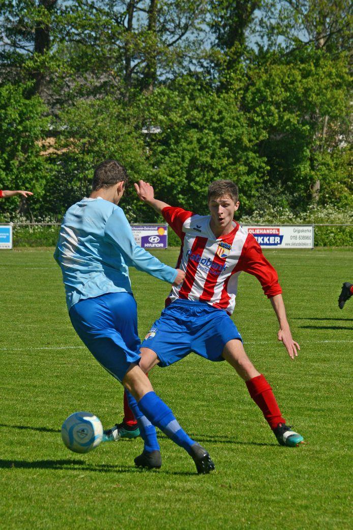 FC De Westhoek (lichtblauw) won zaterdag met 1-3 bij Smerdiek.