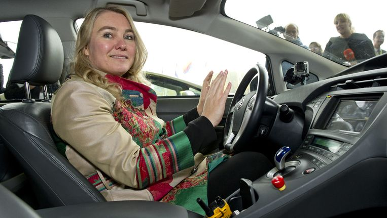 Minister van Infrastructuur en Milieu Melanie Schultz van Haegen in een zelfrijdende auto. Beeld anp