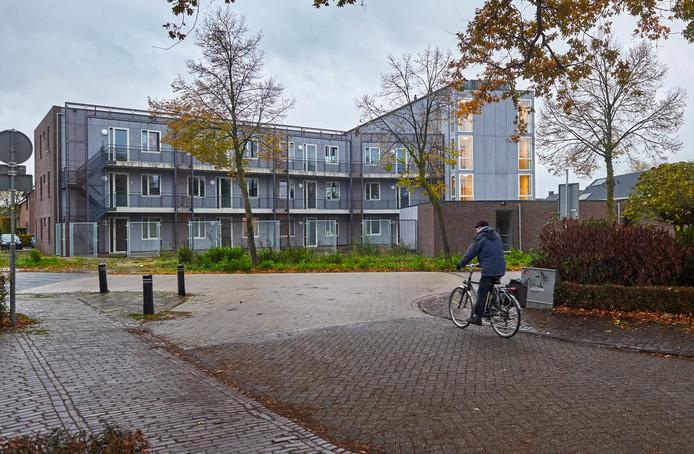 Het veelbesproken appartementencomplex op de hoek De Laar en Achterstraat te Nistelrode. Veel inwoners van Nistelrode vinden het pand dat onlangs is opgeleverd, lelijk.