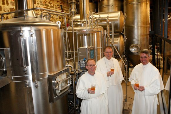 Archiefbeeld van de paters van Averbode in hun brouwerij.