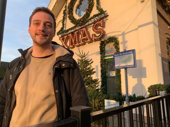 Mees Ooms (24) uit Arkel heeft als medewerker van Stichting Dierenlot een thuiswedstrijd: geld verdubbelen in z'n Christmas Station.