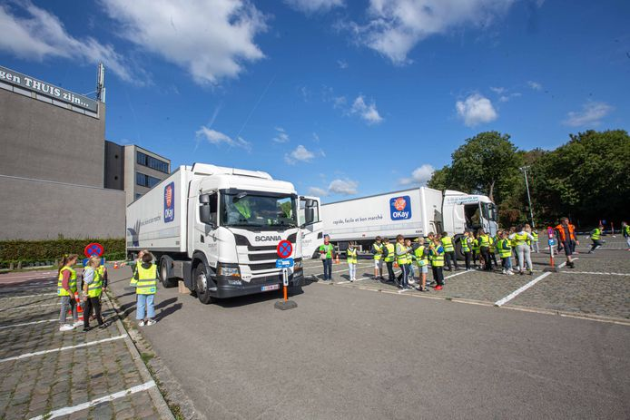 Aan de Westrand leerden de kinderen over de dode hoek bij vrachtwagens en hoe ze veilig en snel uit een bus moeten geraken.