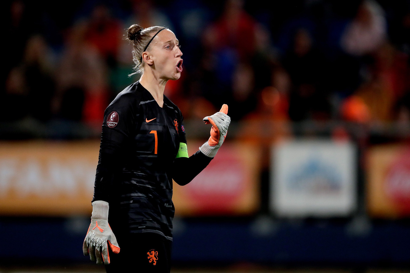 Aanvoerder Sari van Veenendaal is terug bij Oranje.