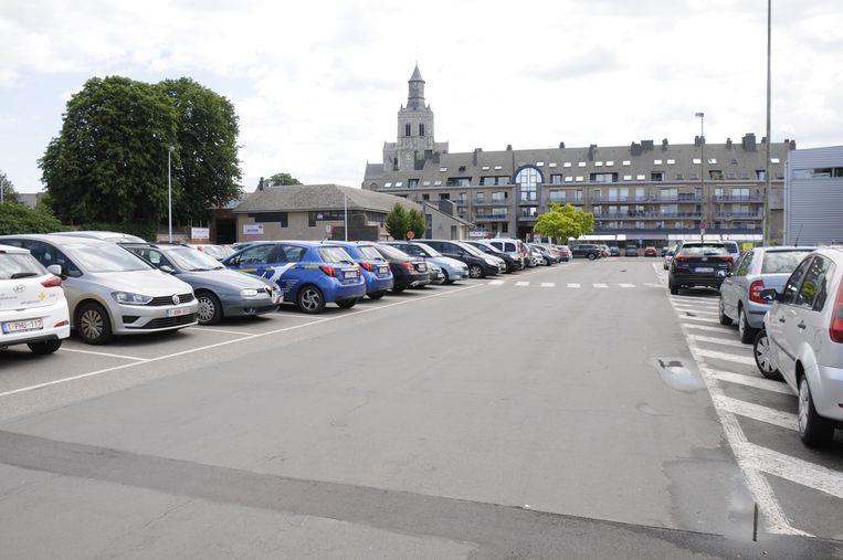 De kazerneparking is vandaag steeds goed volzet want hier kan je tot september een hele dag gratis parkeren.
