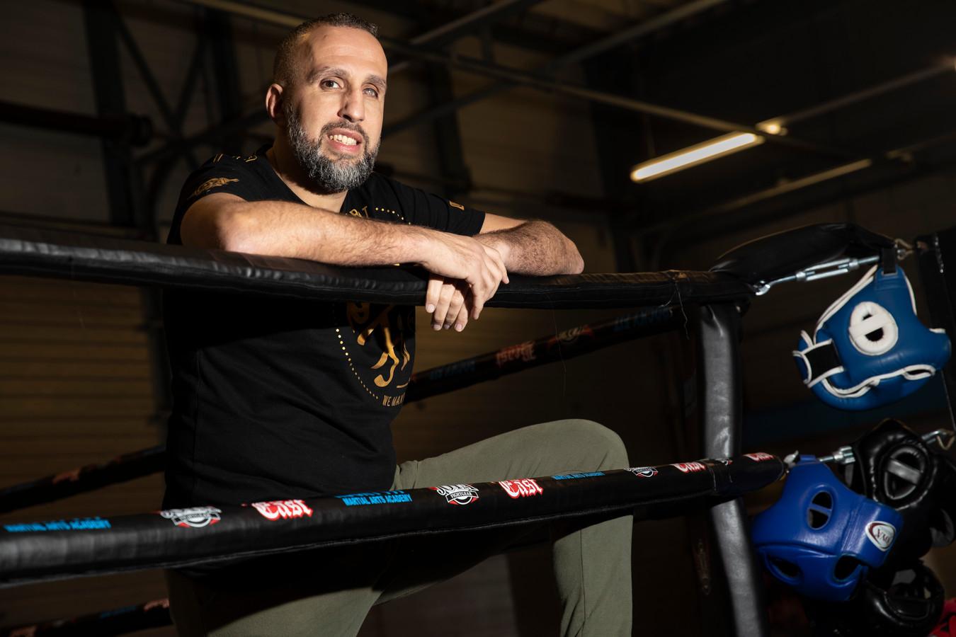 Faldir Chahbari. De vijfvoudig wereldkampioen kickboksen uit Brummen helpt onder meer kinderen die gepest worden om meer voor zichzelf op te komen.