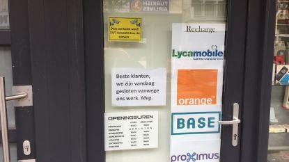 """""""Beste, we zijn vandaag gesloten vanwege ons werk"""" Bizar bordje aan Gentse telefoonwinkel doet wenkbrauwen fronsen"""