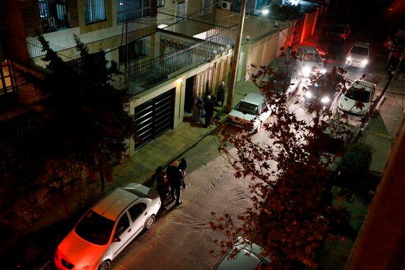 Mensen staan op straat na een zware aardbeving die in december 2017 ook gevoeld werd in de Iraanse hoofdstad Teheran. Archiefbeeld.