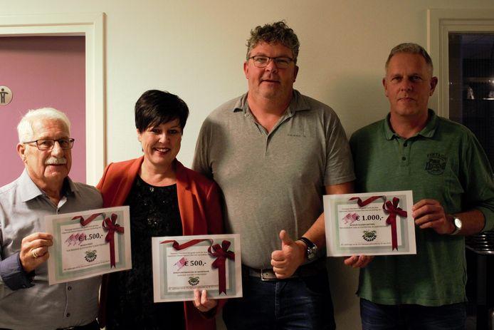 Wico Ankersmit van Vaasaqua kon drie organisaties uit Vaassen blij maken.