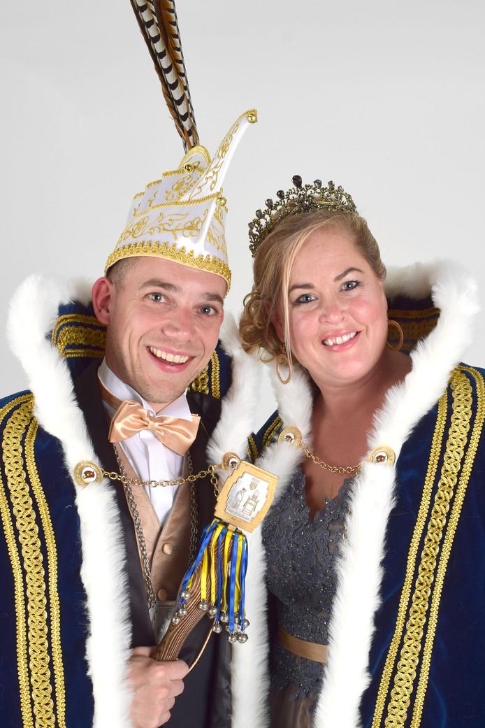 Dorpsprins Ron d'n Twidde van Buurtgat en prinses Sanne.