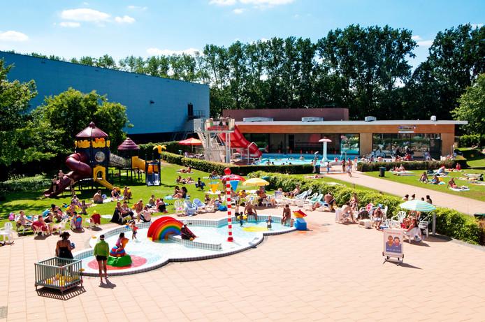 Het buitenbad van zwembad Stappegoor.