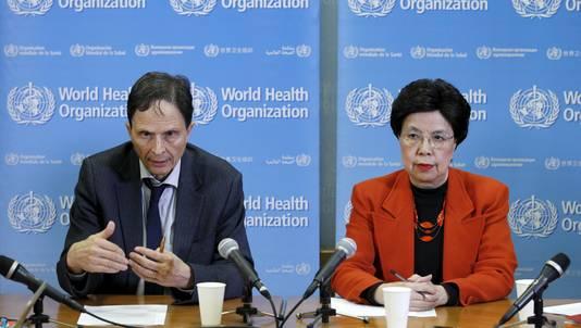 Professor David L. Heyman en directeur van WHO Margaret Chan roepen de wereldwijde noodtoestand uit.