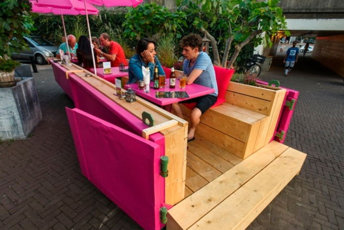 De roze terras-container. Foto Jeroen de Jong/BeeldWerkt
