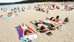 IN KAART: hier kan je vanmiddag al (gratis) zwemmen in openlucht