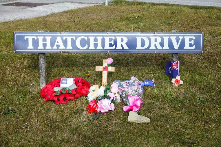 Bloemen bij Thatcher Drive Beeld Peter Lipton