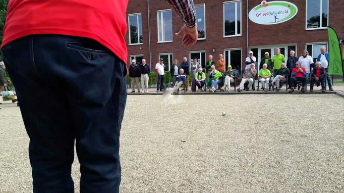 Zinderende eindfinale Elfdorpentoernooi van De Bokkeschieters in Boxmeer.