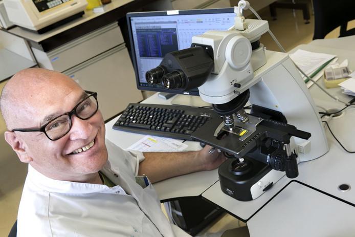 Harmen van de Smitte, pollen-onderzoeker in het Elkerliek ziekenhuis Helmond.