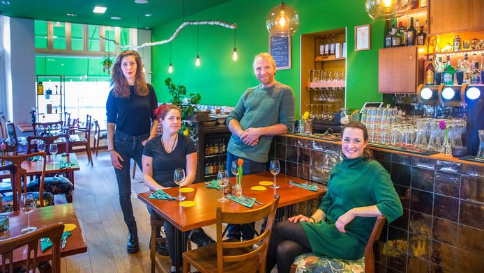 Sophia, Lisa, Robin en Joske zorgen voor een mooie harmonie tussen ethiek, culinair avontuur, de keuken en maatschappelijk ondernemen.