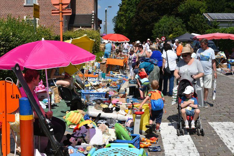 Duizenden bezoekers kuieren zondag weer rond op de Beigemse brocantemarkt.