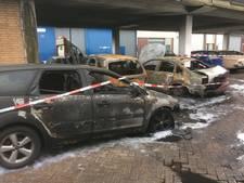 Auto's door brand verwoest in Vlaardingen en Ridderkerk