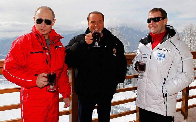 V.l.n.r.: Vladimir Poetin, Silvio Berlusconi en Dmitry Medvedev. Beeld afp