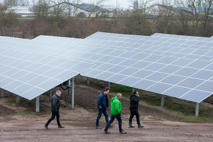 Een beeld van zonnepark Noordveen in Zutphen dat inmiddels al draait.