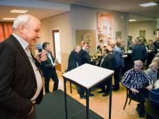 Oud-wethouder Jos van Son (64) is weer thuis, maar wil niet reageren