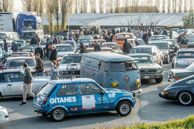 De parking van De Voerman was veel te klein voor de enorme opkomst.