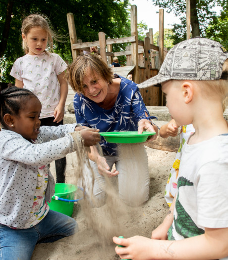 Het wordt een spannende zomervakantie voor juf Titia uit Apeldoorn: hoeveel kinderen ziet ze over zes weken terug?