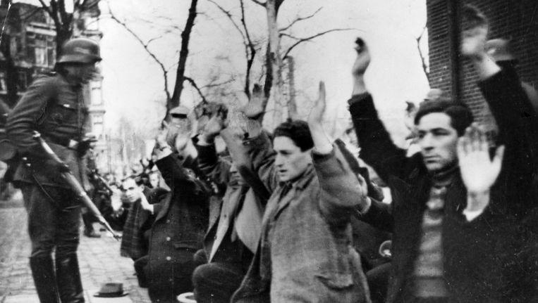 Archieffoto van razzia op een groep Joodse mannen in Amsterdam. Beeld anp
