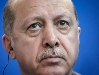 Charlie Hebdo zet karikatuur Erdogan op de cover