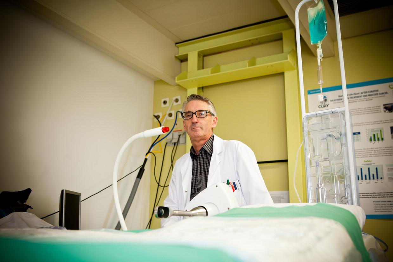 Dokter Chris D'Hont (55); ZNA Middelheim Antwerpen Beeld Humo / Thomas Legreve