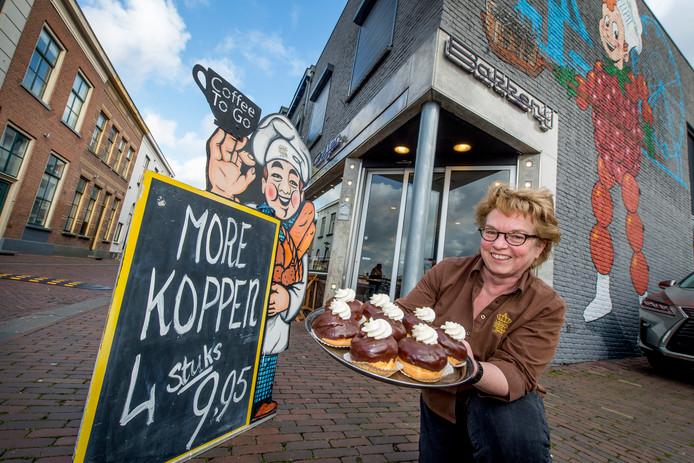 Magda van Ooijen met Morekoppen.