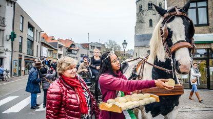 Paarden en ruiters gezegend op de Markt: ze zijn beschermd tegen onheil