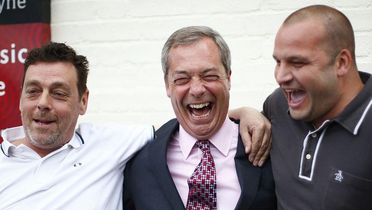 Toenmalig leider Nigel Farage van de eurosceptische Britse partij UKIP viert in 2014, geflankeerd door aanhangers, een verkiezingsresultaat. Farage heeft altijd gepleit voor Britse uittreding. De uitslag van het Brexit-referendum bracht ING ertoe woensdag een studiebijeenkomst te houden. Beeld null