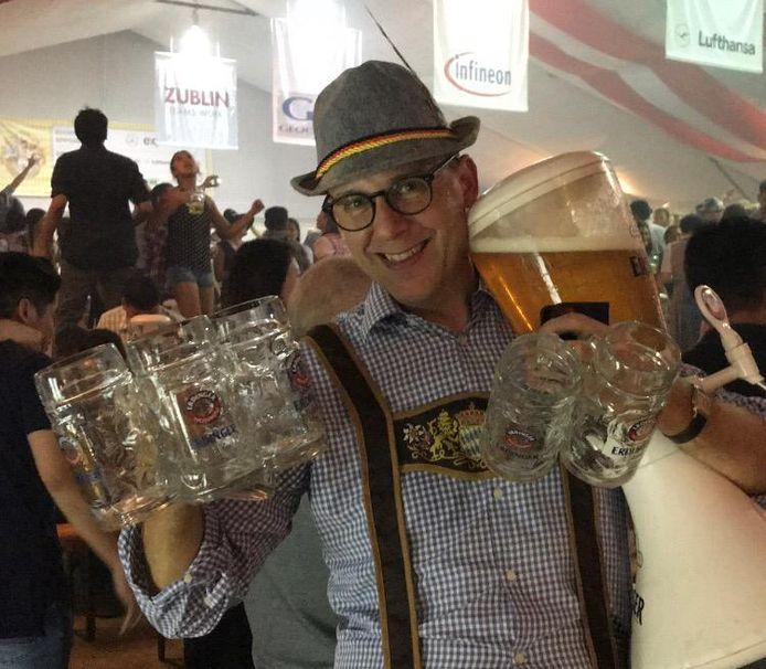 Niek Druijff ophet Singaporese Oktoberfest
