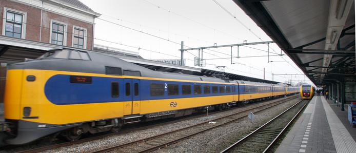 Intercity in Apeldoorn. D66 wil dat de stad wordt aangesloten op het netwerk waar in de toekomst iedere tien minuten een intercity vertrekt.